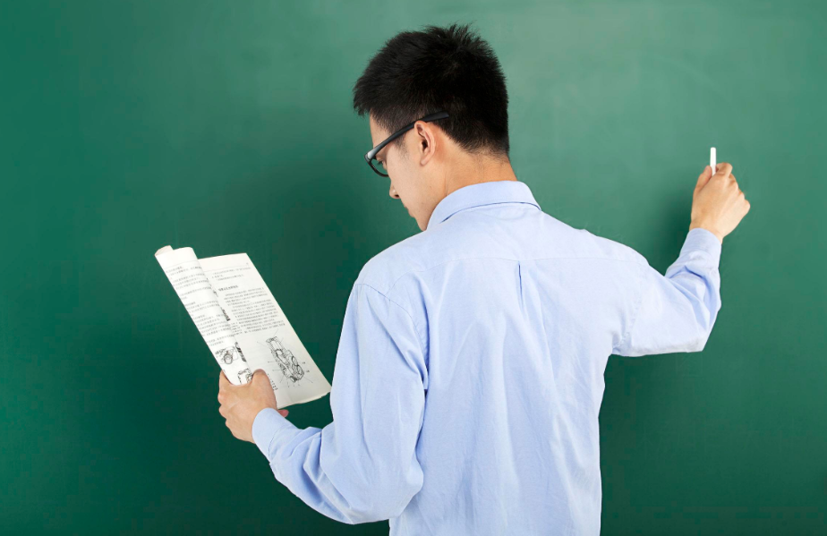 北京各类学校6月1日起陆续返校,初高三年级将佩戴手环测体温